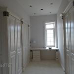 арт-бяло-кабинет-бюро-гардероб