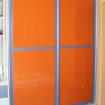 гардероб за спалня, оранжево и синьо, съчетаване на цветове