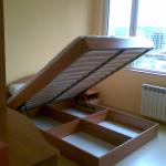 спалня, използване на пространството под матрака, удобни отделения