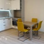 жълти столове