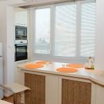 свежи цветове и компактни мебели за кухня