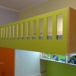 детска стая в оранжево и зелено, оптимално използване на пространството